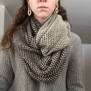 Stunning Black & White Reverse Knit Infinity Scarf